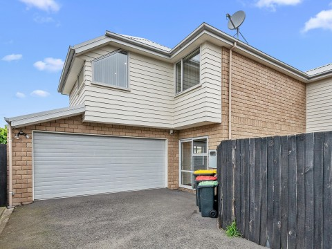 View profile: ADDINGTON - 4 X BEDROOM QUALITY TOWNHOUSE, 2 X BATHROOMS, HEATPUMP, DOUBLE GARAGE