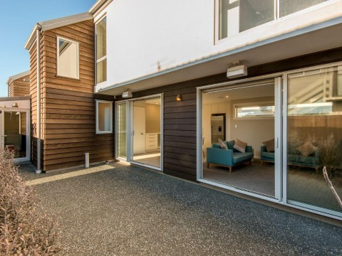 View profile: ST ALBANS - EXECUTIVE 3 BEDROOM, 2 BATHROOM TOWNHOUSE ON CBD FRINGE