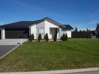 View profile: ROLLESTON/ FARRINDON - 4 BEDROOM, 2 BATHROOM DOUBLE GARAGE