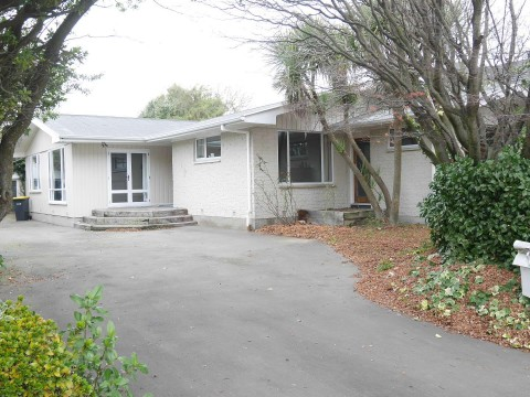 View profile: BURNSIDE - 4 BEDROOMS, 2 X BATHROOMS, LARGE FENCED SECTION, PET NEGOTIABLE