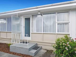 View profile: ST ALBANS - 2 BEDROOM UNIT, HEATPUMP, SINGLE GARAGE