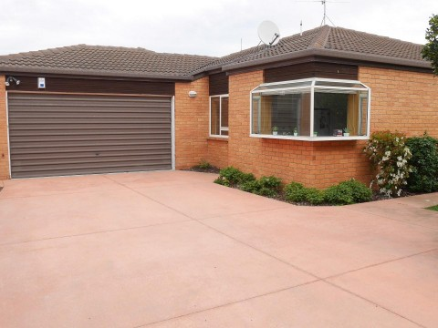 View profile: PAPANUI - 3 BEDROOM REAR AND PRIVATE TOWNHOUSE, 2 X HEATPUMPS, PET NEGOTIABLE