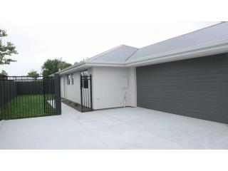 View profile: LINWOOD - 3 BEDROOM 2 BATHROOM TOWNHOUSE, DOUBLE GARAGE, PET NEGOTIABLE
