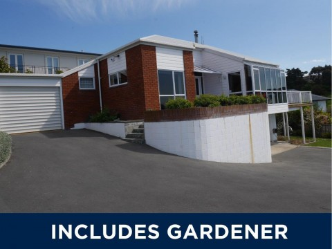 View profile: REDCLIFFS - 3 BEDROOM HOUSE WITH 2 X BATHROOMS WITH VIEWS, PET NEGOTIABLE
