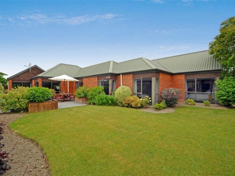 View profile: BURWOOD - IMMACULATE 4 BEDROOM HOME, 2 X BATHROOMS, 2 X HEATPUMPS