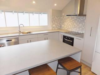 View profile: CITY/ LINWOOD - FULLY RENOVATED 2 BEDROOM UNIT WITH OFF STREET PARKING